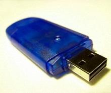 USB-Stick in Nahaufnahme - © knipseline / pixelio.de